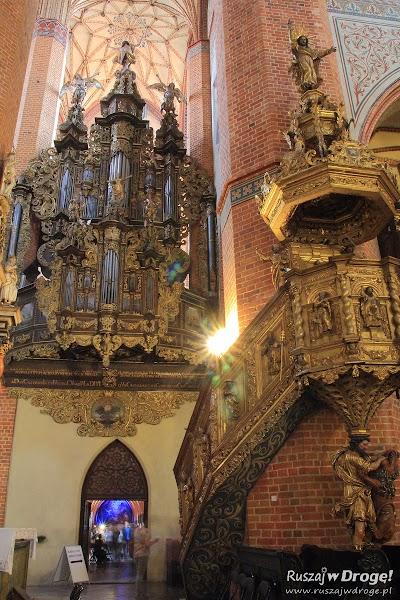 Katedra w Pelplinie - zdobienia bocznych ołtarzy