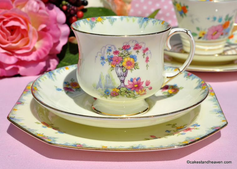Paragon Art Deco Floral Teacup Trio c.1932