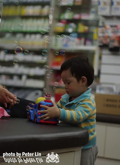 姪子vs新玩具...泡泡噗噗車