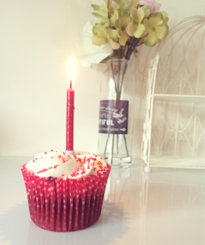 1 Year Blogiversary, Zoe's Beauty Blog, Beauty Blog, Cupcake