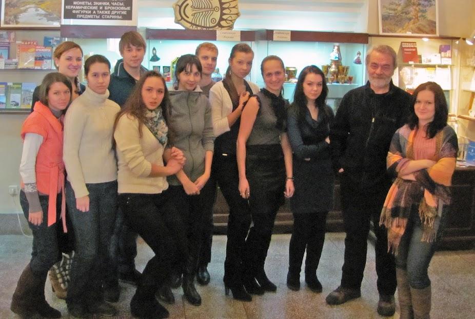 Одношивкин со студентами в Красноярском краеведческом музее