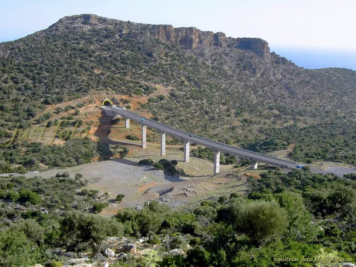 Крит туннель в горах фото