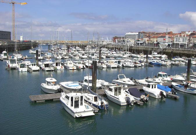 Europeos viajeros gijon el mar cantabrico y el casco historico del barrio de cimavilla - Autoescuela 2000 barrio del puerto ...