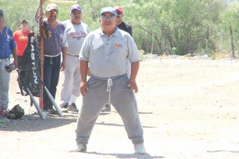 Celso García en el softbol del Club Sertoma.