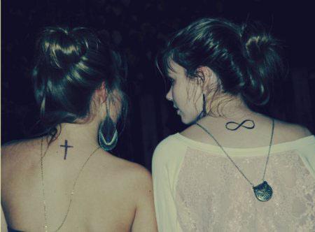 Tatuagem Feminina na Nuca