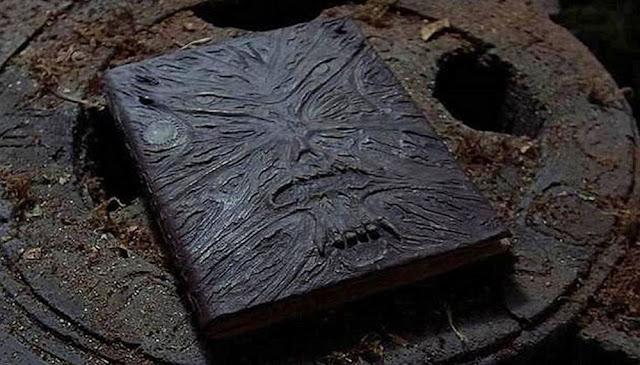 Nguồn gốc cuốn sách chết chóc Necronomicon.