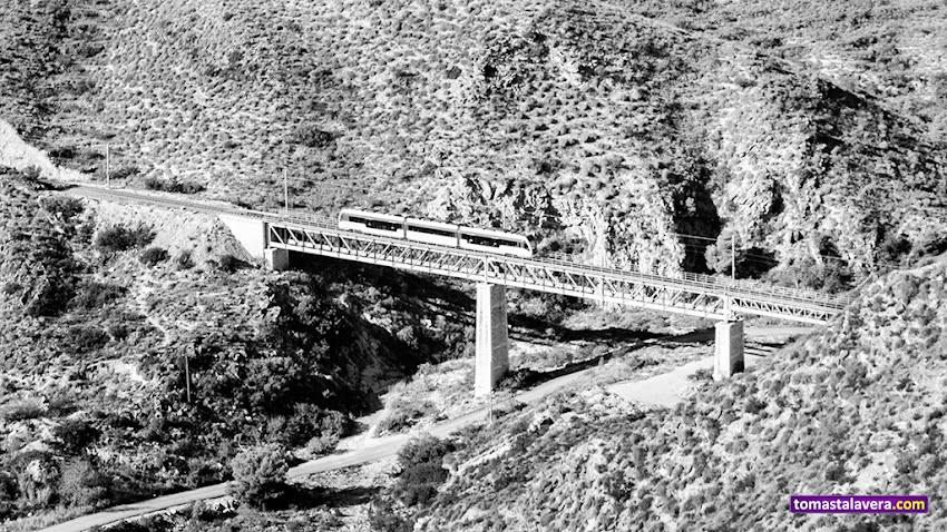 Nikon D5100, 55-200 mm, Paisajes, Blanco y negro, El Campello, Barranc d'Aigües, TRAM, Puente, Montañas,
