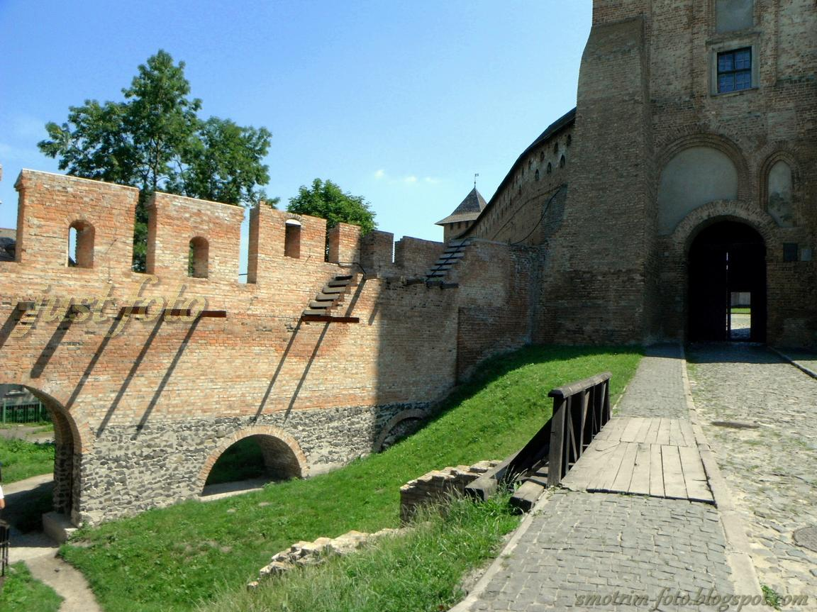 Старый Луцк - стена Нижнего замка фото