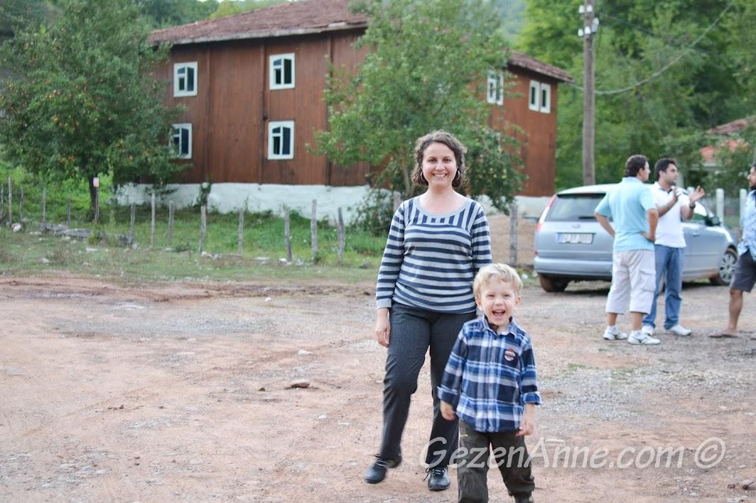 Cide Çavuş Köy'de dolaşırken