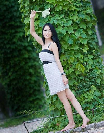 Korean Model Choi Ji Hyang in park