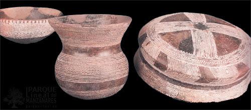"""Ejemplos de cerámica campaniforme. Fuente: """"La tierra apropiada""""."""