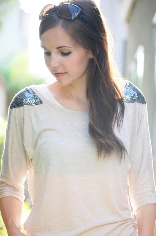 Blusa com ombreiras de paetês