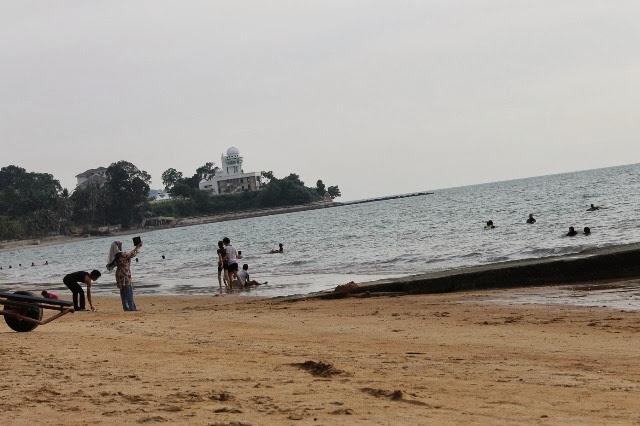 Pantai-Teluk-Kemang-Beach