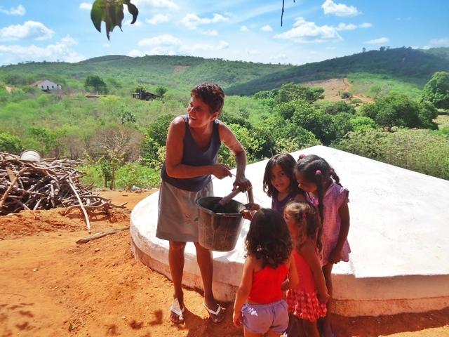 Comunidades do Alto Oeste do RN recebem cisternas para armazenamento de água