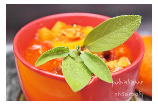 Leczo z żółtej cukinii z suszonymi pomidorami