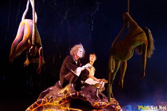 Gánh Xiếc Mặt Trời - Cirque Du Soleil: Worlds Away - Image 4