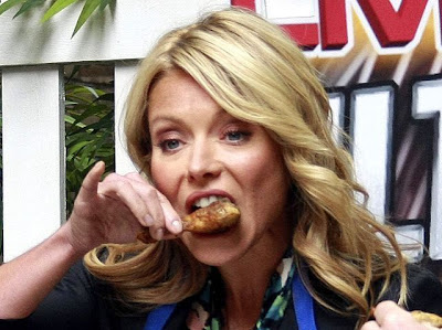 Kelly Ripa eating