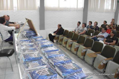 Paquetes de libros obsequiados en el evento