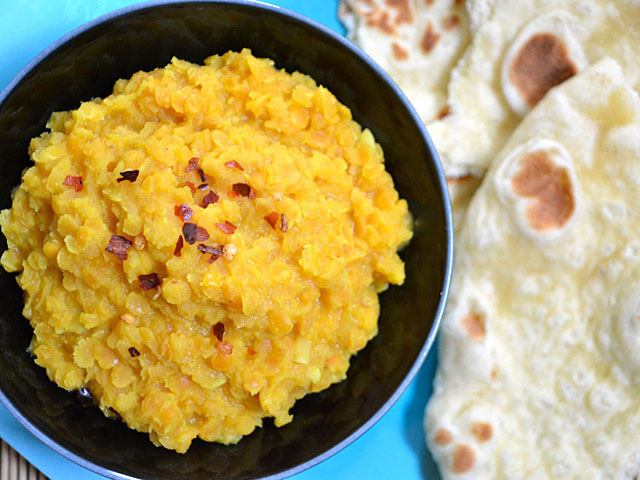 Bowl of Coconut Lentils with Naan on the side