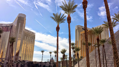 A bit of the Mandalay Bay, Delano, and Luxor whiel walking on the Las Vegas strip