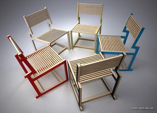 разноцветные фанерные стулья