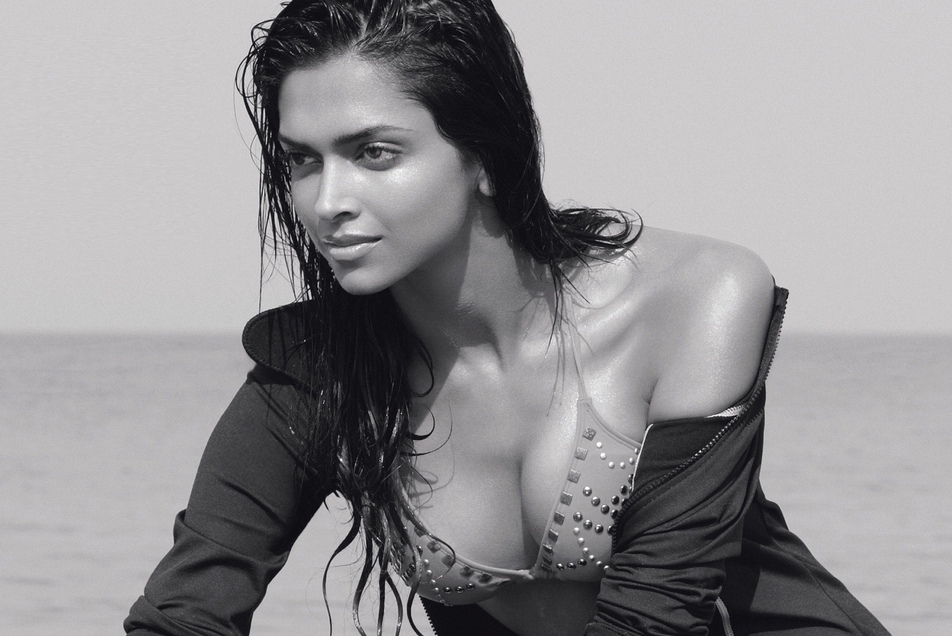 Deepika Padukone Hot Cleavage Show For Magazine Scan