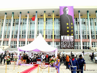 Hommage à King Kester Emeneya le 01/02/2014 au palais du peuple à Kinshasa, après l'arrivee du corp en provenance de Paris. Radio Okapi/Ph. John Bompengo