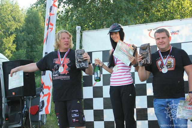 Победители Кубка Поволжья по аквабайку 2011 с кубками ручной работы