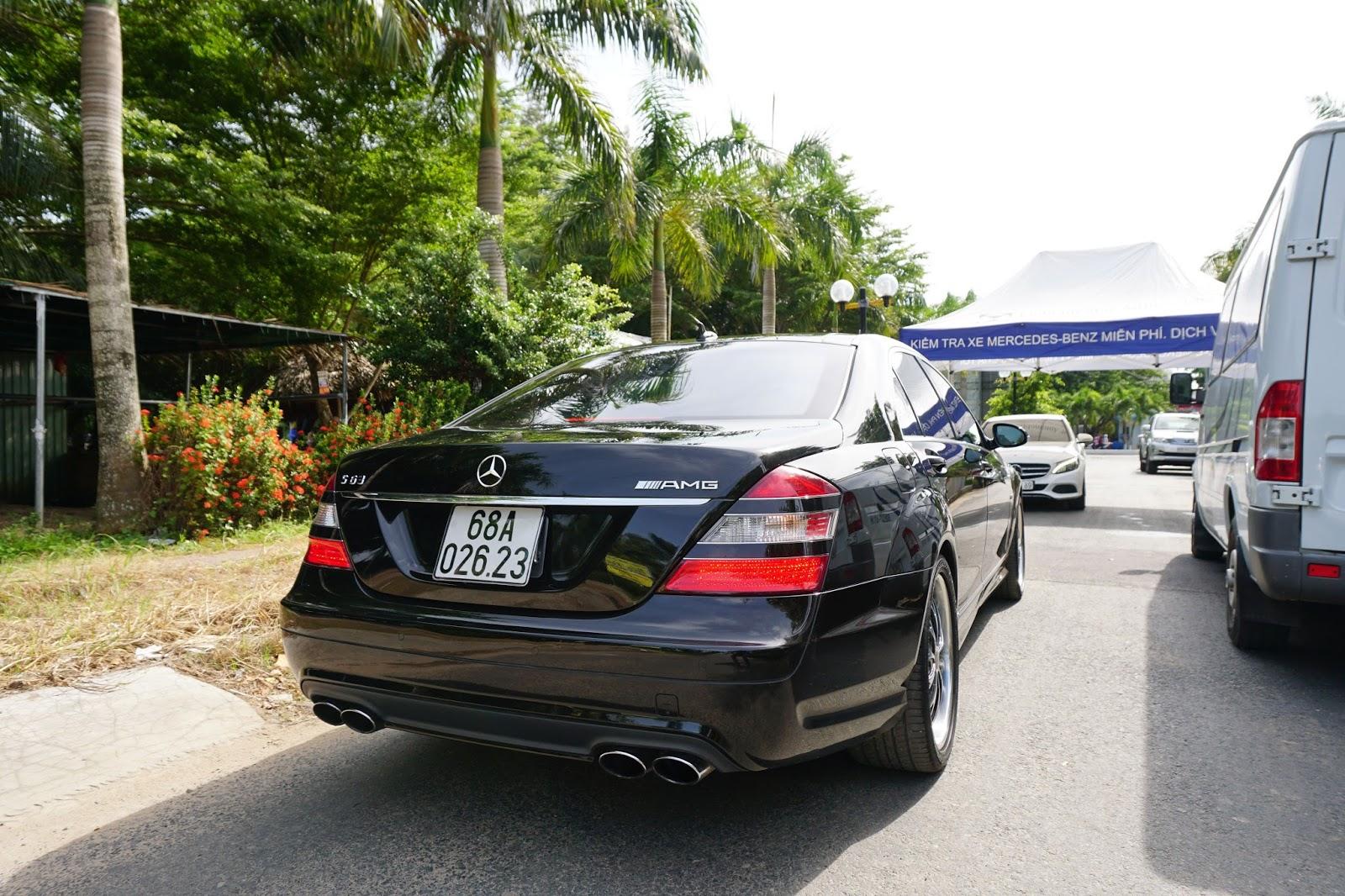 Mercedes AMG S63 đang trải nghiệm dịch vụ của Mercedes Benz Vietnam Star