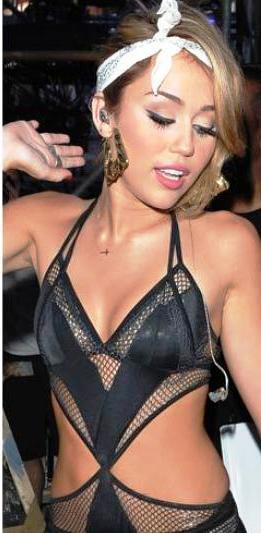 HOT CELEBRITIES PICS MILEY CYRUS HOT WHORY OUTFITS