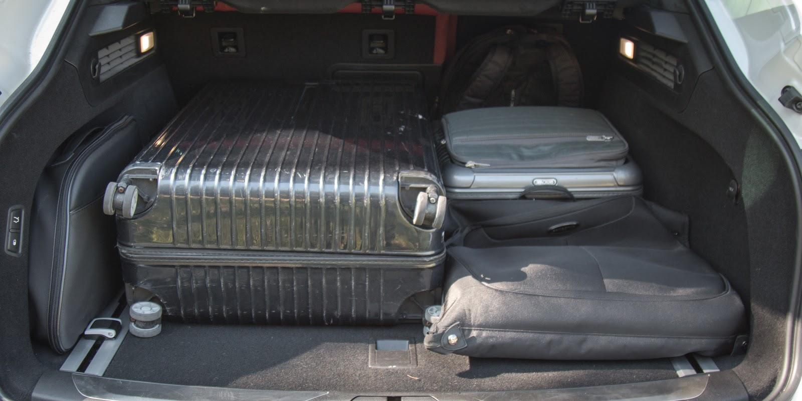 Khoang hành lý của Maserati Levante 2017 rộng bao la, bát ngát