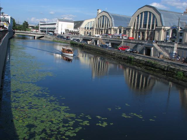Kanal vedle nadrazi