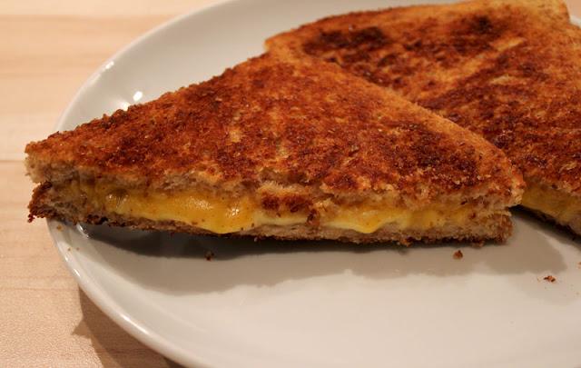 schnelles Käsetoast aus der Pfanne
