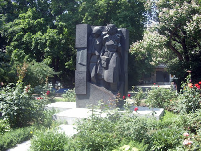 Памятник военным врачам.