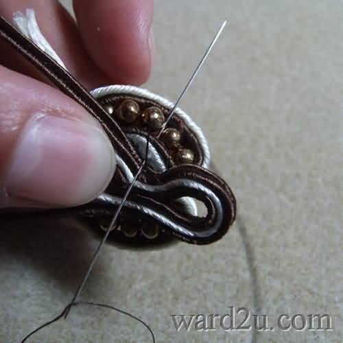 فن تعليم الاكسسوارات البروش والدلايات للعقد بالخرز