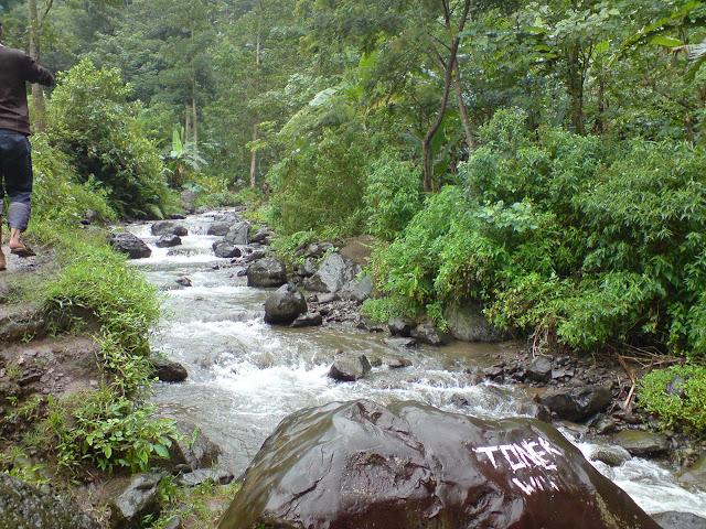 Aliran Sungai Air Terjun Tretes