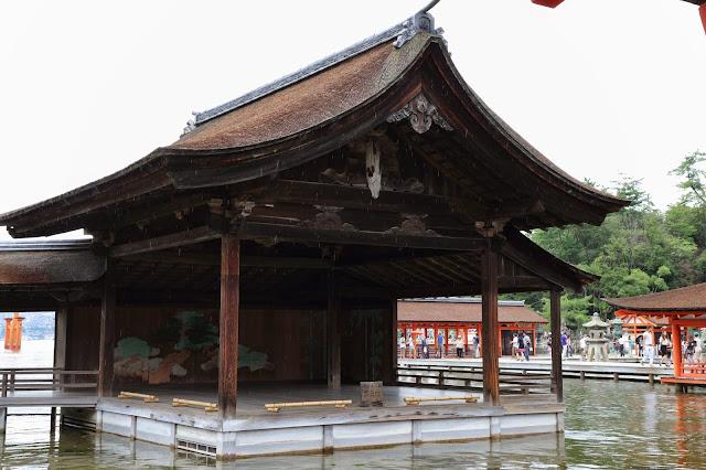 La scène de Nô flottante du temple d'Itsukushima