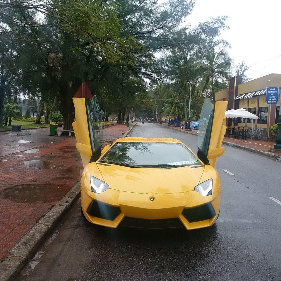 Lamborghini Aventador Vàng
