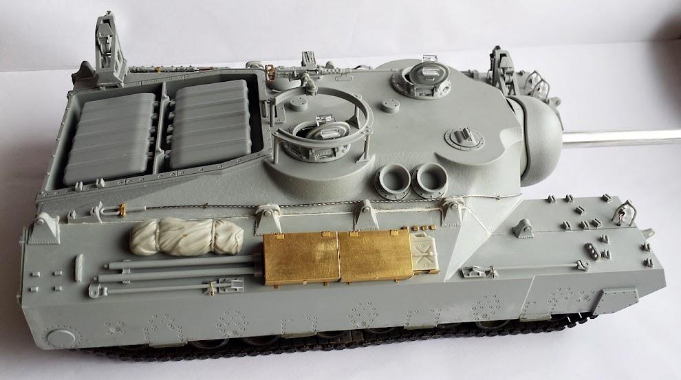 Armorama t28 super heavy tank t95 gmc 1 35 for Moai fish tank cleaner