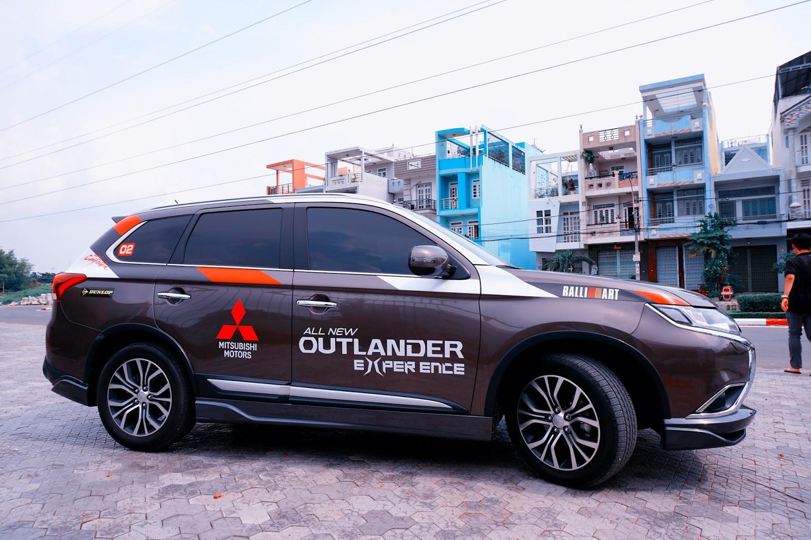 Outlander là một chiếc xe vừa phù hợp đường đô thị, vừa phù hợp những chuyến offroad