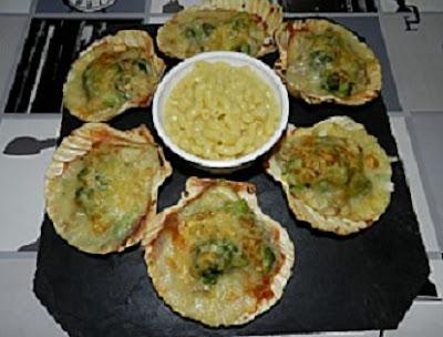 Coquilles de poisson et brocoli