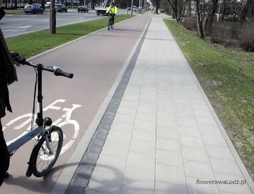 Zapewniono różnice poziomów dla drogi rowerowej i chodnika