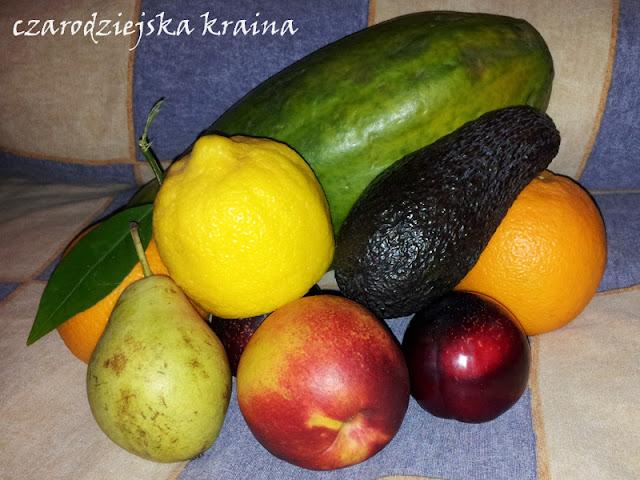 Papaja, gruszka, awokado, cytryna, pomarańcze, brzoskwinia i śliwki