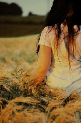 картинки на аву для девушек со спины осень