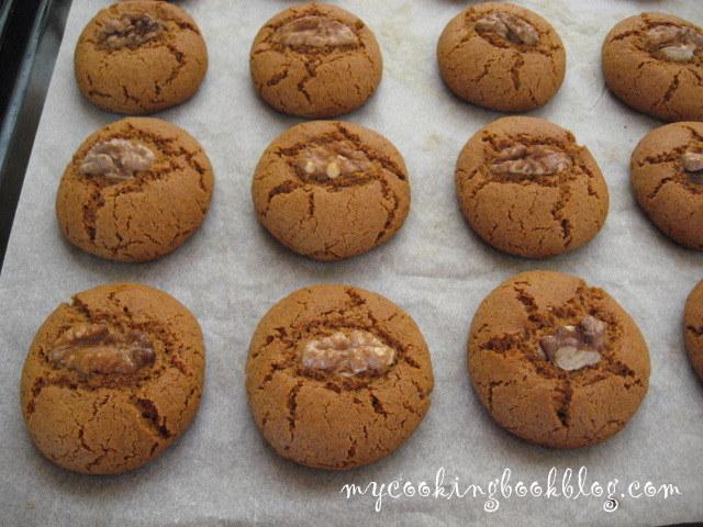 Напукани медени бисквити