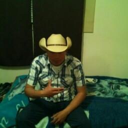 Aron Camacho Photo 4