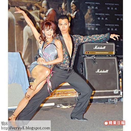 舞藝一流的陳曼娜也試過與謝天華一起表演