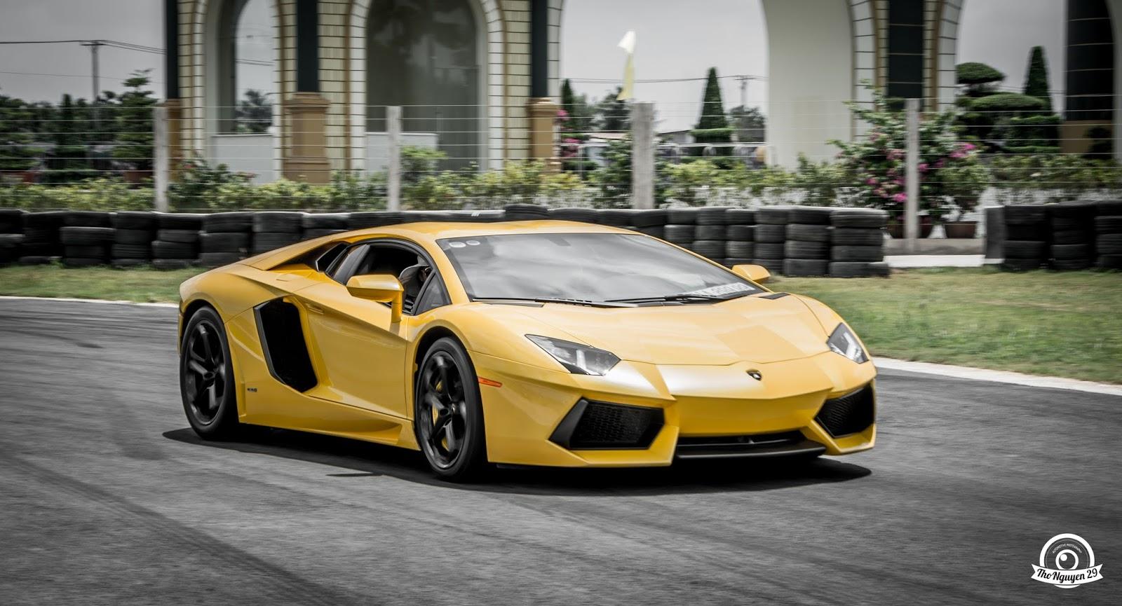 Lamborghini Aventador mới đi bảo dưỡng ở Hà Nội mới về đã quay trở lại...đua