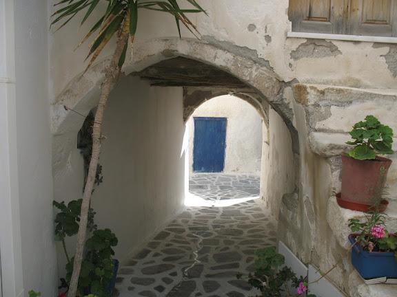 Calle del el barrio de El Burgos, en Naxos