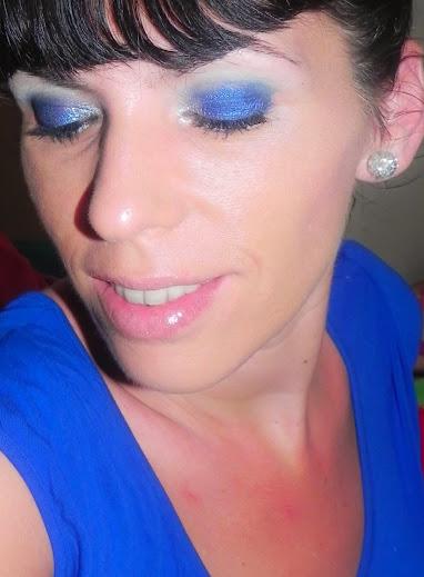 Maquillaje para un vestido azul noche
